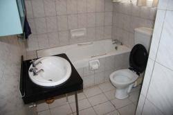 Sprayview Hotel bathroom