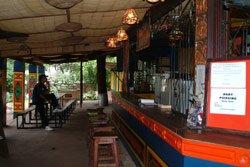 Shoestrings Bar