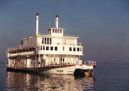 Southern Bell - Houseboat on Lake Kariba