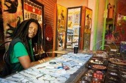 Ronald, artist in Victoria Falls