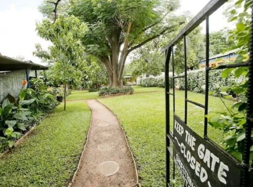 Shoestrings Backpackers Lodge - backpacker and camping Victoria Falls accommodation