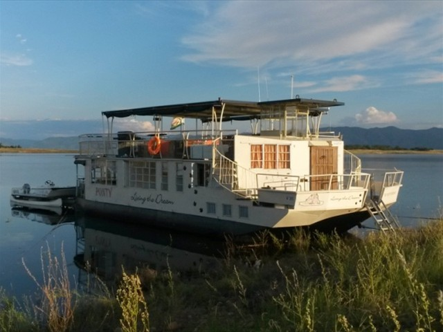 The Ponty Houseboat - Kariba