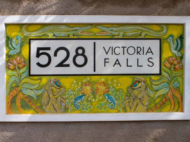 528 Victoria Falls sign at the gate