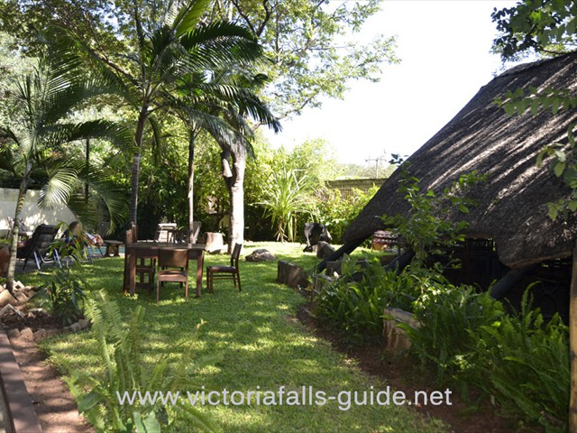 The communal area and garden and Pamusha Lodge