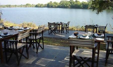 Matetsi Water Lodge dining