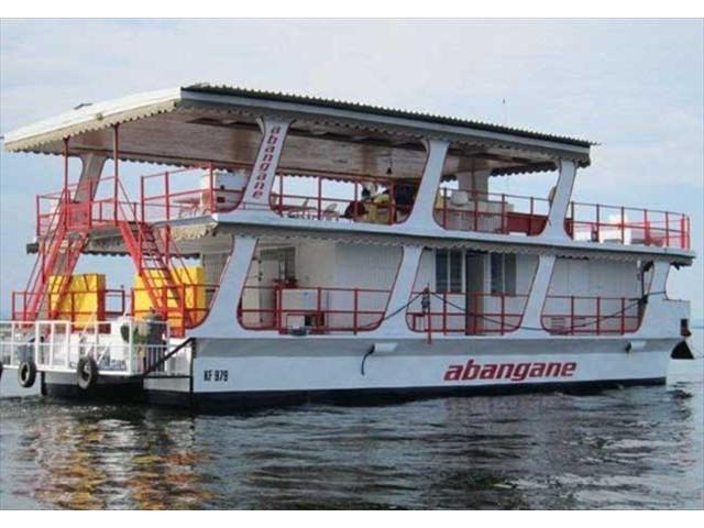 The Abangane cruising the lake
