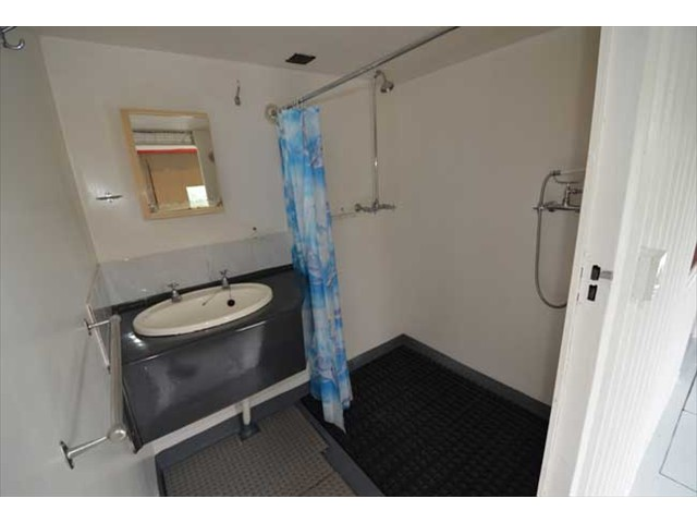 Clean and spacious shower room