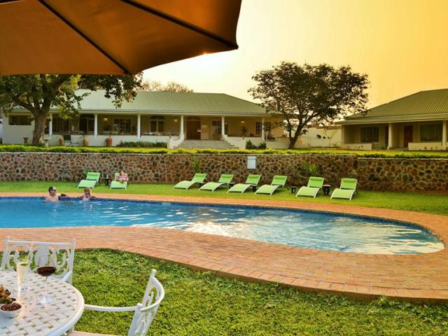 Batonka Guest Lodge, upmarket boutique lodge in Victoria Falls, Zimbabwe. Combine with Zambezi Sands luxury camp and flights in a discounted package!