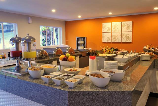 Breakfast buffet at Cresta Sprayview
