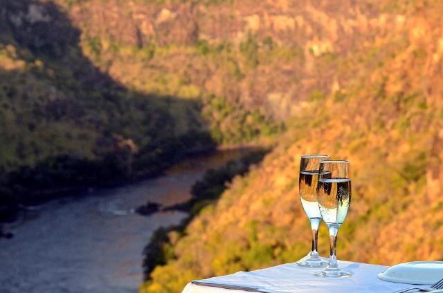 Sundowner drinks at Gorges Lodge