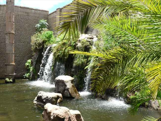 Beautiful water features at Kindgom Hotel