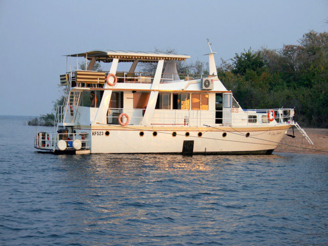 The Lady Jay Houseboat on Lake Kariba