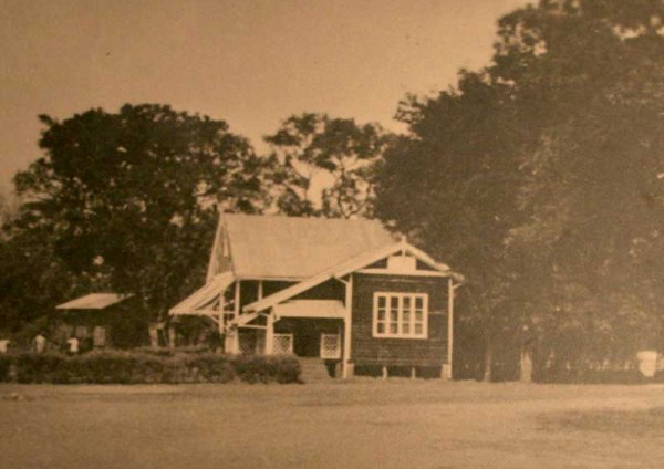 The original club house of the Royal Golf Club in Livingstone - 1908
