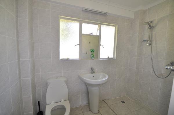 En-suite bathroom in single room