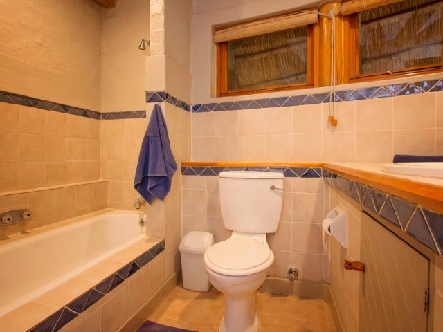 The upstairs bathroom of a 3 bedroomed lodge