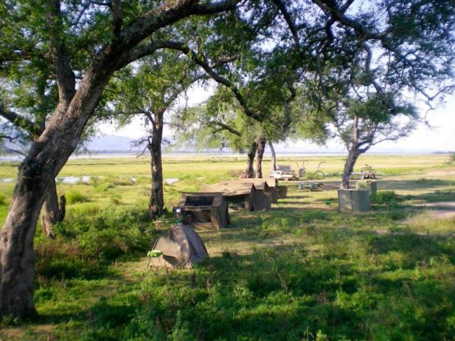 Mana Shoreline Canoe Safari, Mana Pools, Zimbabwe