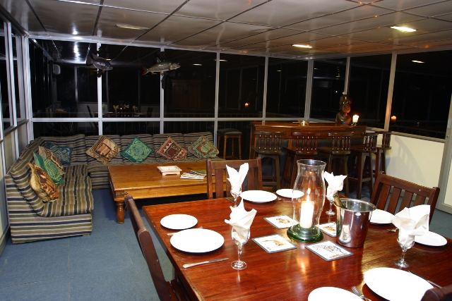 Indoor dining, lounge and bar area