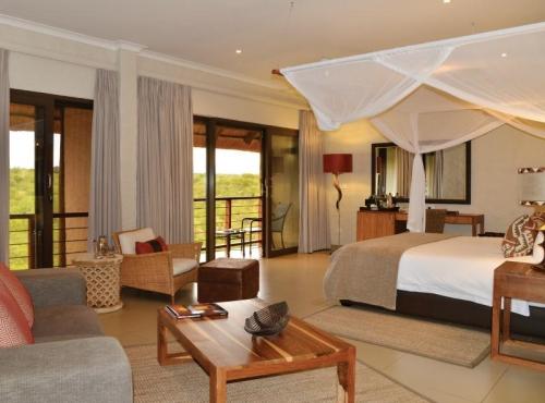 Victoria Falls Safari Club - luxury Victoria Falls accommodation