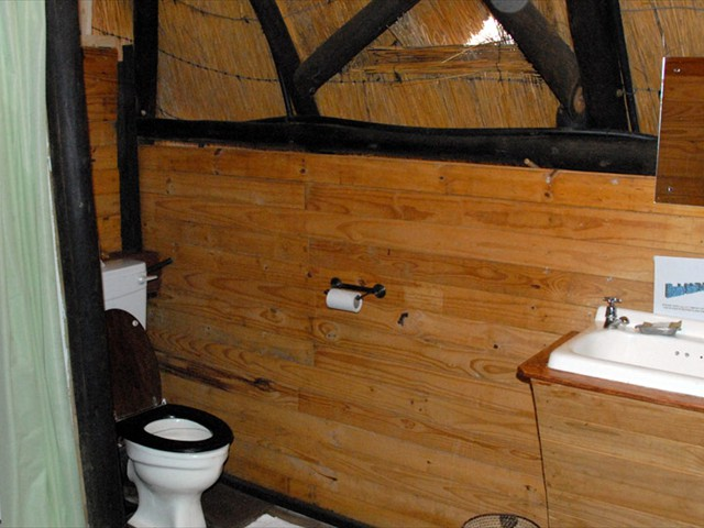 ...with en-suite bathroom