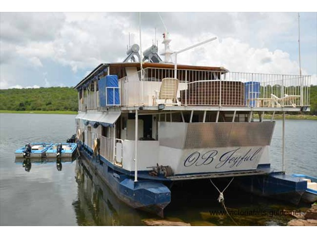 OB Joyful pontoon houseboat carries 14 passengers comfortably