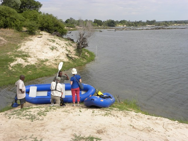 Canoe safari on the Zambezi River near Victoria Falls, Zimbabwe