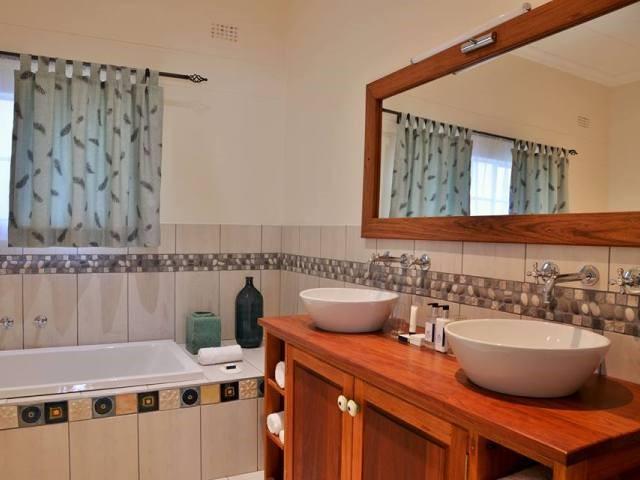 All rooms with en-suite bathrooms
