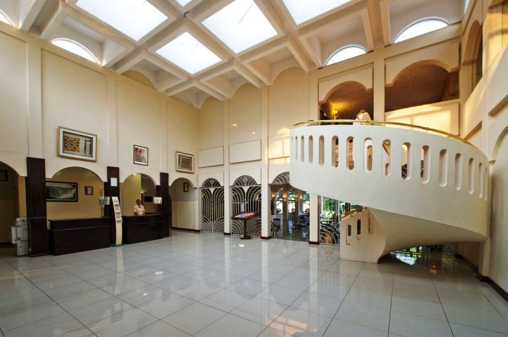 Hotel Foyer Images : Rainbow hotel classic in victoria falls zimbabwe
