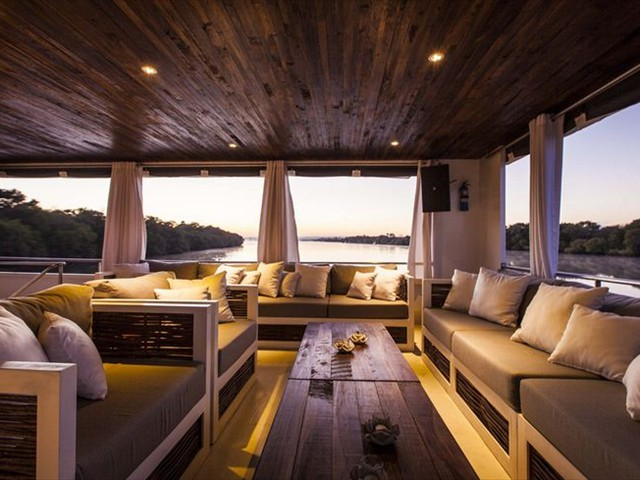 Cruise the Zambezi in style