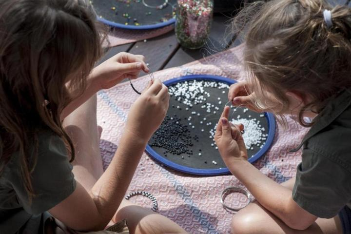 Children beading at Somalisa Acacia