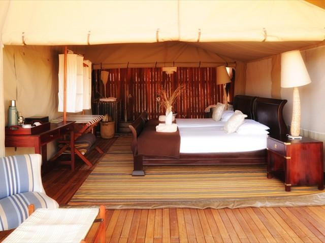 A cosy luxury tent at Somalisa Acacia Camp