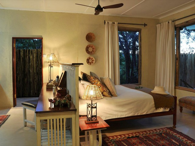 The cosy bedroom in the main cottage - Toms's Little Hide, The Hide, Hwange National Park, Zimbabwe