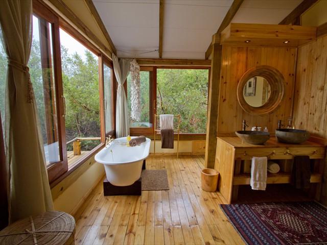 En-suite bathroom of The Dog House