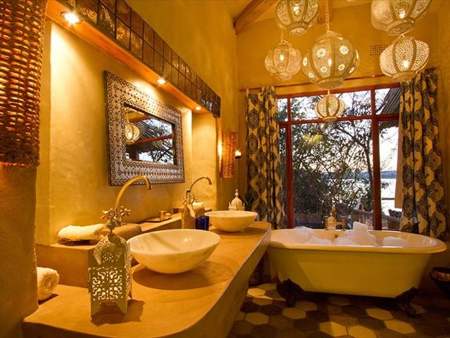 En-suite bathroom of The Nut House