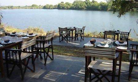 Matetsi Water Lodge dining