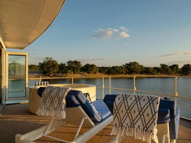 Take in the African scenery while in the jacuzzi in the Chobe wilderness - Chobe Princess between Botswana and Namibia