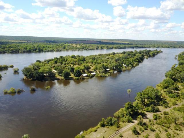 Island lodge on the Zambezi