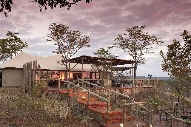 Tented luxury lodge blends with the bush