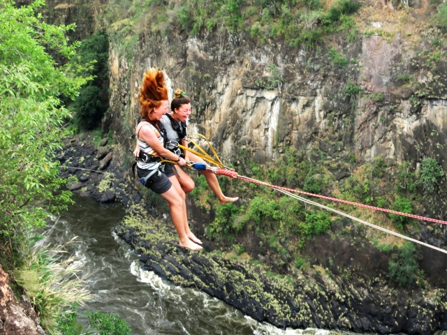 Tandem gorge swing