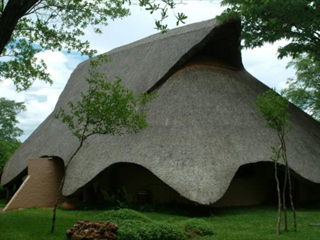 Fully thatched Lokuthula Lodges