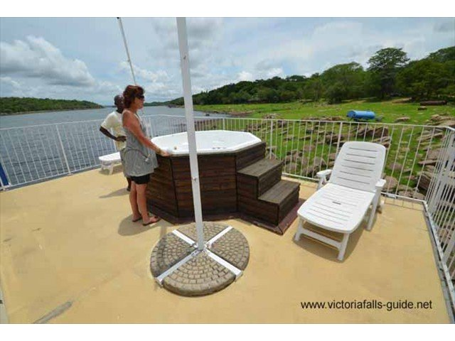 Nice jacuzzi (heated if necessary) and several sun loungers for those just wanting to chill out