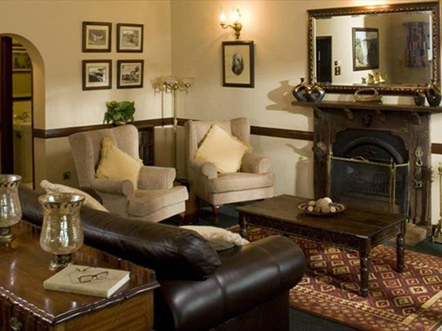 Has a lounge