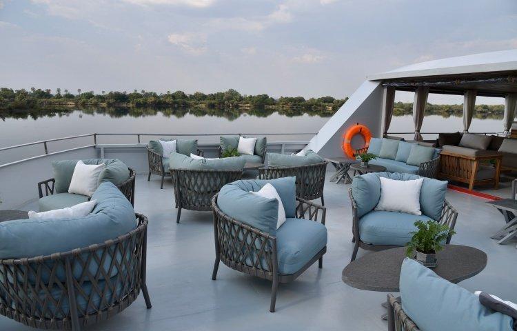 Cruise the Zambezi in style
