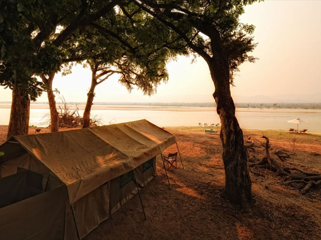 Zambezi Expeditions camp right by the Zambezi River